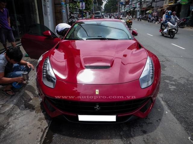 Tại thị trường Việt Nam đến nay, có khoảng 6 chiếc Ferrari F12 Berlinetta được đưa về nước và đây là chiếc thuộc diện hàng độc với loạt đồ chơi hàng hiệu đắt giá. Siêu ngựa được một người mê siêu xe tại quận 2 nhập khẩu từ thị trường Dubai và sau thời gian lăn bánh trên phố Sài thành được một công ty nhập khẩu quận 5 thu mua lại.