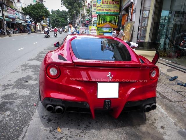 Theo giới sành xe, mức giá giao dịch của chiếc Ferrari F12 Berlinetta độ này vào khoảng 750.000 USD tương đương 16,8 tỷ Đồng. Khi sở hữu chiếc F12 này chủ nhân còn được tặng nhiều món đồ chơi độ theo xe.