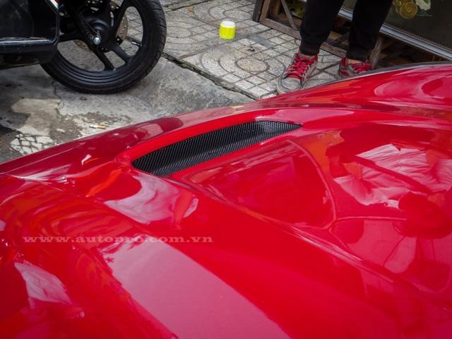 Ngoài ra, siêu xe Ferrari F12 Berlinetta này còn được trang bị thêm hệ thống treo của Innotech.