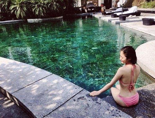 het mot khong noi y, huong tram lai khoe dang nuot voi bikini hinh anh 2
