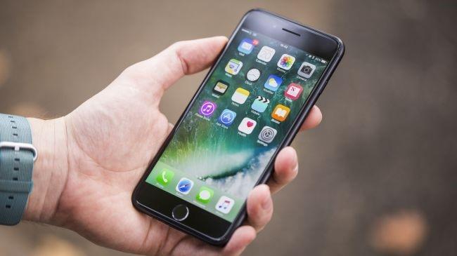 iPhone dang am tham theo doi nguoi dung hinh anh 1
