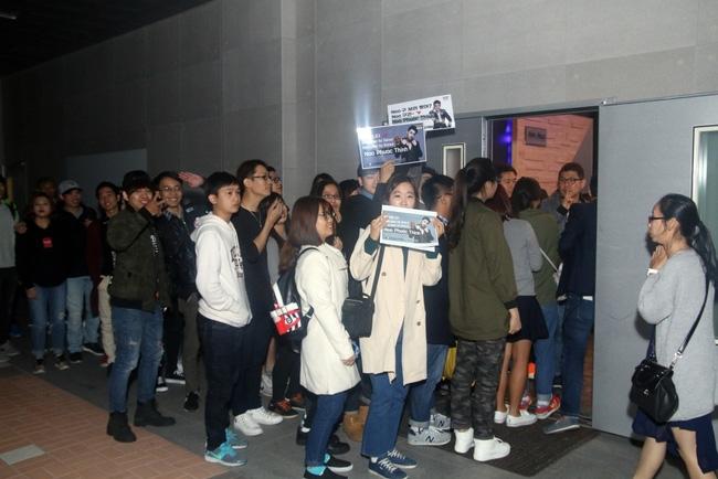 Là ca sĩ Việt đầu tiên tổ chức họp fan ở Hàn, Noo Phước Thịnh vẫn được hàng trăm khán giả vây kín ủng hộ - Ảnh 2.