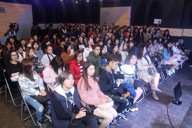 Là ca sĩ Việt đầu tiên tổ chức họp fan ở Hàn, Noo Phước Thịnh vẫn được hàng trăm khán giả vây kín ủng hộ - Ảnh 3.