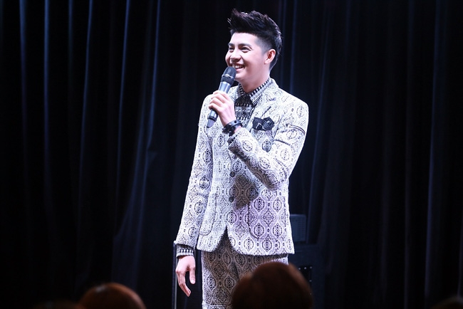 Là ca sĩ Việt đầu tiên tổ chức họp fan ở Hàn, Noo Phước Thịnh vẫn được hàng trăm khán giả vây kín ủng hộ - Ảnh 4.