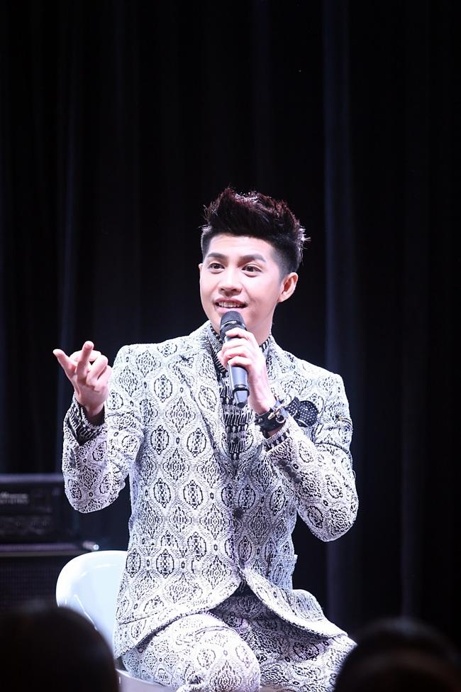 Là ca sĩ Việt đầu tiên tổ chức họp fan ở Hàn, Noo Phước Thịnh vẫn được hàng trăm khán giả vây kín ủng hộ - Ảnh 6.
