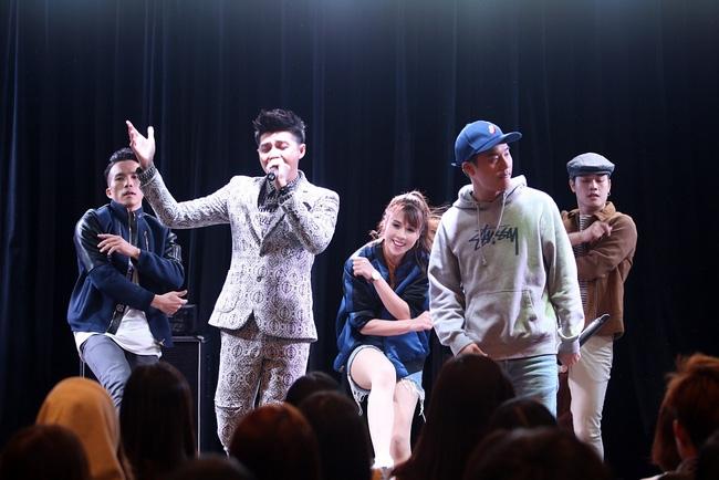 Là ca sĩ Việt đầu tiên tổ chức họp fan ở Hàn, Noo Phước Thịnh vẫn được hàng trăm khán giả vây kín ủng hộ - Ảnh 8.