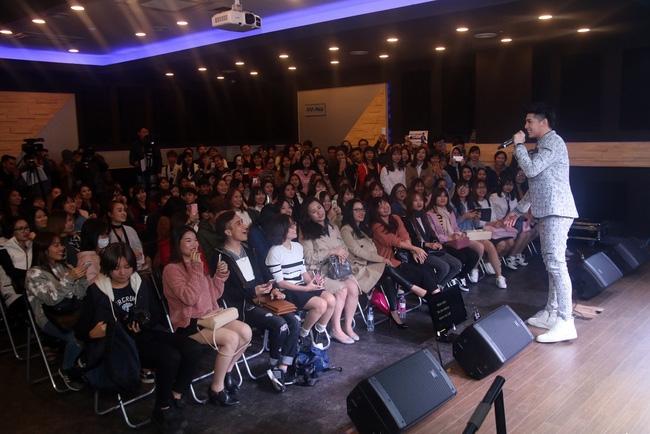Là ca sĩ Việt đầu tiên tổ chức họp fan ở Hàn, Noo Phước Thịnh vẫn được hàng trăm khán giả vây kín ủng hộ - Ảnh 12.