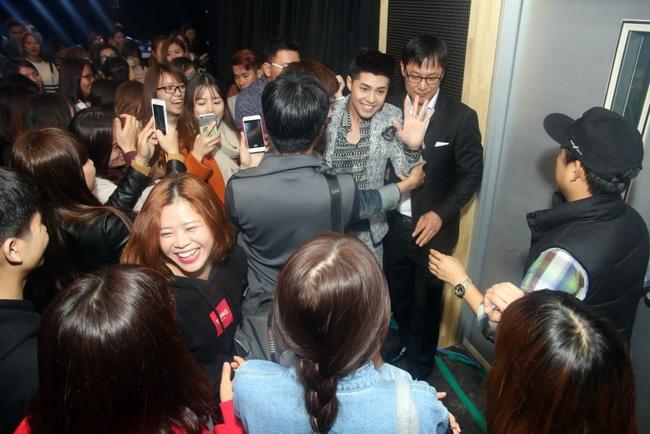 Là ca sĩ Việt đầu tiên tổ chức họp fan ở Hàn, Noo Phước Thịnh vẫn được hàng trăm khán giả vây kín ủng hộ - Ảnh 14.