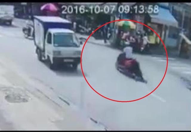 Hình ảnh tên cướp kéo lê nạn nhân trên đường