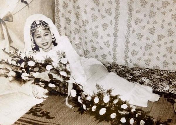 áo cưới cô dâu ngày xưa
