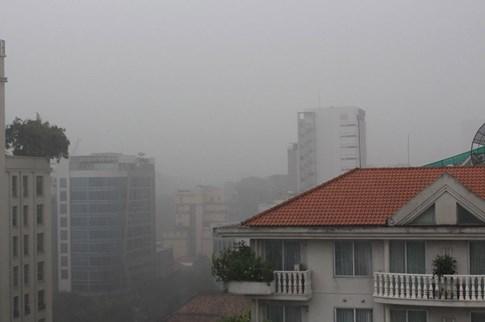 Người Sài Gòn đón cơn mưa như trút nước ở trung tâm - ảnh 3