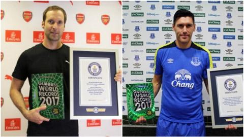 Cech và Barry được ghi tên vào sách kỷ lục Guinness
