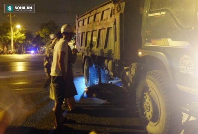 Đà Nẵng: Xe tải bất ngờ rẽ trái, 2 nam thanh niên tử vong  - Ảnh 1.