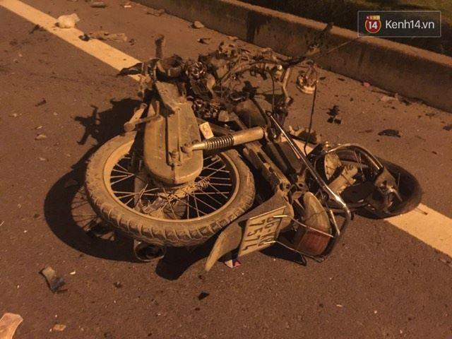 Hà Nội: Ô tô đối đầu xe máy đi ngược chiều trong hầm Trung Hòa, 3 thanh niên thương vong - Ảnh 2.