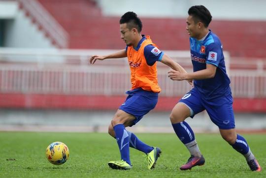 Được mệnh danh là Ronaldo Việt Nam vì có pha đảo chân rất khéo nhưng Phi Sơn vẫn cần phải giảm cân theo yêu cầu của HLV Hữu Thắng