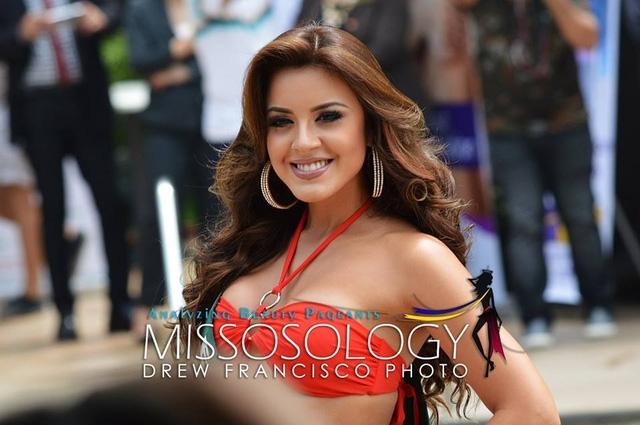 Hoa hậu Ecuador - thí sinh tỏa sáng nhất trong buổi ghi hình và chụp hình với áo tắm.