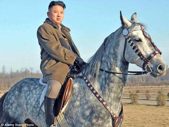 Ông Kim Jong-un vắng mặt đáng ngờ tại 2 sự kiện lớn, làm dấy lên nhiều đồn đoán về sức khỏe. Ảnh: Alamy Stock Photo