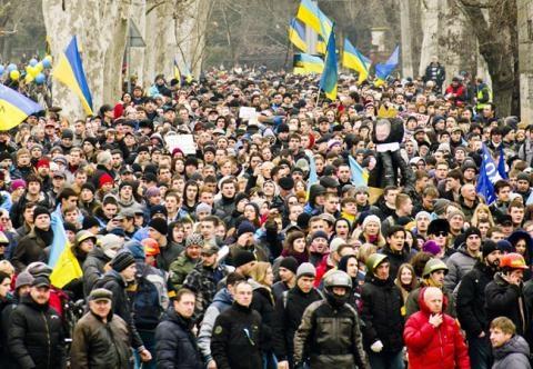 Ukraine lohang trieu danchay sang Nga song