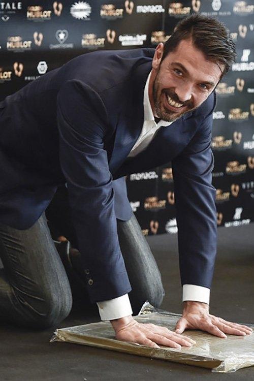 Buffon, Gigi Buffon, Bàn chân Vàng, Golden Foot, Lionel Messi, Cristiano Ronaldo