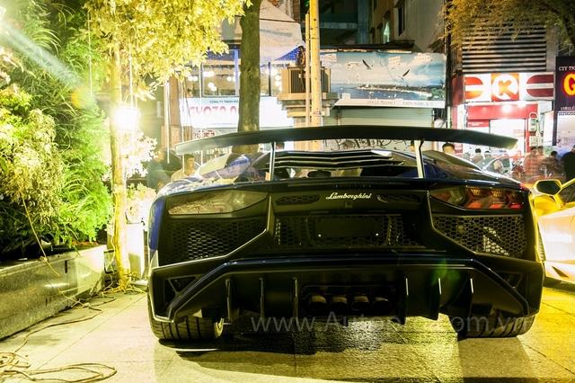 Lamborghini Aventador LP750-4 SV của Minh Nhựa là chiếc đầu tiên xuất hiện tại Việt Nam. Siêu bò này về Việt Nam qua đường nhập khẩu không chính hãng.