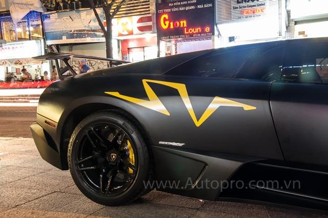 Trái tim của Lamborghini Murcielago LP670-4 SV là khối động cơ V12, dung tích 6,5 lít, sản sinh công suất tối đa 670 mã lực và mô-men xoắn cực đại 650 Nm. Kết hợp cùng hộp số tự động 6 cấp e-Gear, siêu xe Murcielago LP670-4 SV có thể tăng tốc từ 0-100 km/h trong 3,3 giây và đạt tốc độ tối đa 342 km/h.