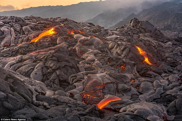 Núi lửa Kilauea (ảnh) là một trong 5 ngọn núi lửa nằm trên đảo Big Island của quần đảo Hawaii. Núi lửa này ước tính đã 500.000 năm tuổi.
