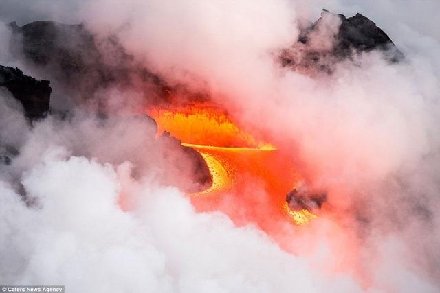 Núi lửa Kilauea đã nằm ngủ yên trong suốt 30 năm, từ 1952 đến 1982, đến năm 1983, ngọn núi lửa này bắt đầu tiếp tục phun trào trở lại. Hiện tại, Kilauea đang trong thời kỳ hoạt động và thu hút rất đông nhiếp ảnh gia tới chụp hình.