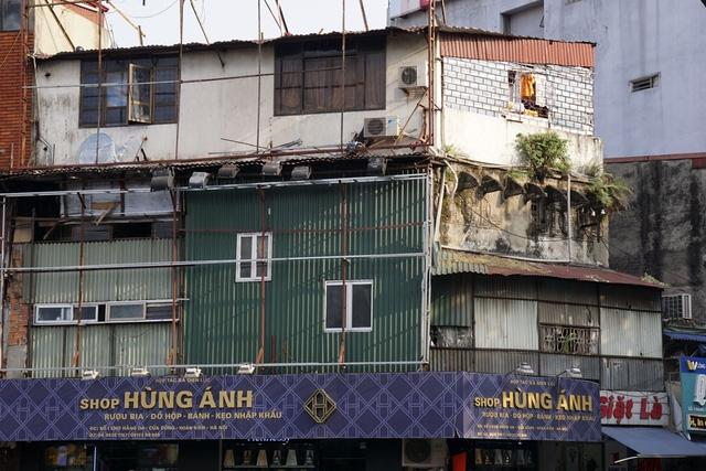 Mặt tiền phía trên ngôi nhà mặt phố Hàng Da