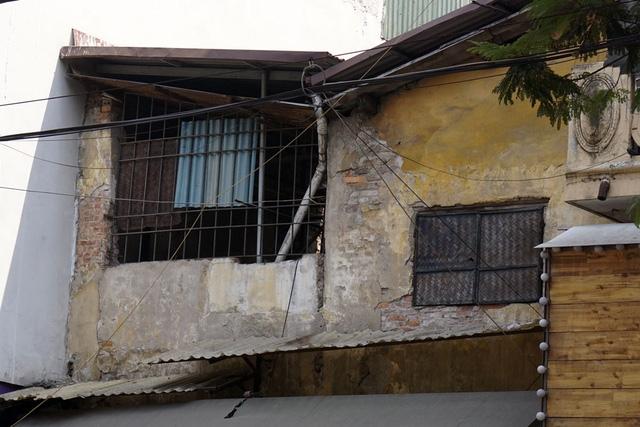 Tầng 2 ngôi nhà mặt tiền phố Nguyễn Hữu Huân.