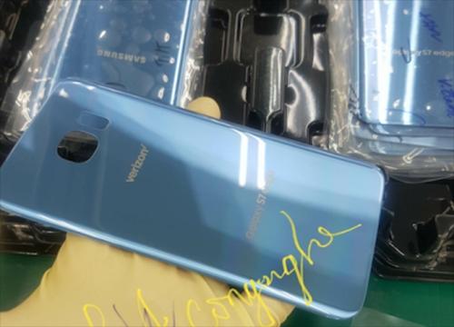 Vỏ màu xanh san hô của S7 edge xuất hiện tại Việt Nam. Ảnh: Samsungvn.