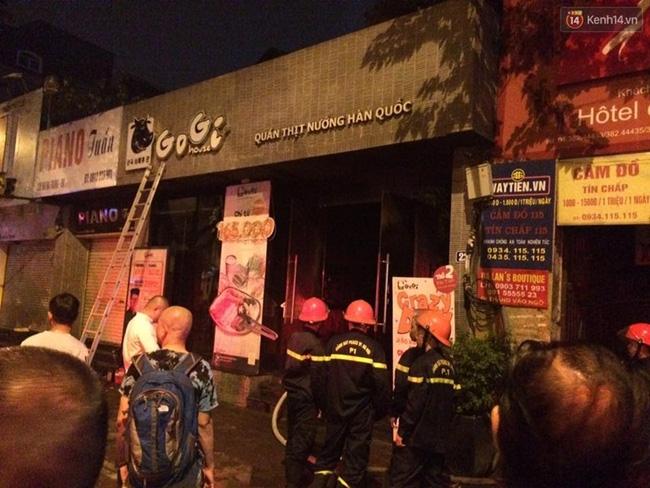 Hà Nội: Cháy quán thịt nướng GoGi House, nhiều người hoảng hốt tháo chạy - Ảnh 2.
