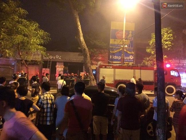 Hà Nội: Cháy quán thịt nướng GoGi House, nhiều người hoảng hốt tháo chạy - Ảnh 3.