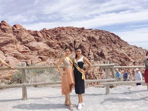 Hoa hậu Venezuala nhón chân để cao hơn Nguyễn Thị Loan - ảnh 8