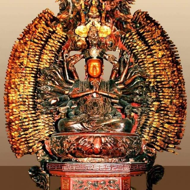 Tượng Phật bà nghìn tay nghìn mắt tại chùa Mễ Sở. Ảnh: M.Nhật