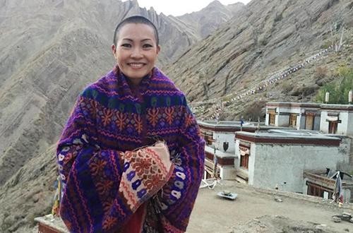 Phương Thanh tham gia khóa học tu ngắn hạn ở tu viện