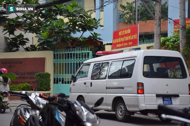 Súng nổ trong ủy ban phường ở TP.HCM, một người chết tại chỗ - Ảnh 1.