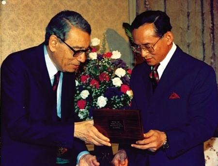 Bhumibol Adulyadej - trai tim, linh hon cua nguoi dan Thai hinh anh 6