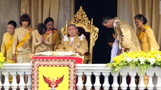 Bhumibol Adulyadej - trai tim, linh hon cua nguoi dan Thai hinh anh 13