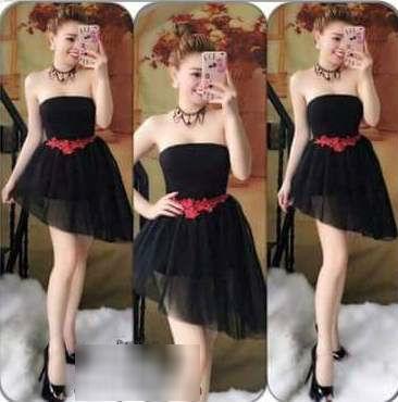 """Mua váy online """"y hình"""", cô nàng nhận về váy khác từ đầu đến cuối, chỉ giống mỗi màu đen"""