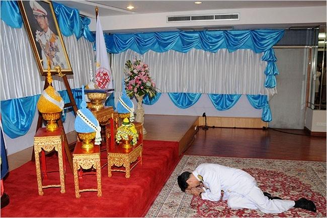 Cac thu tuong Thai va long ton kinh Quoc vuong Bhumibol hinh anh 2