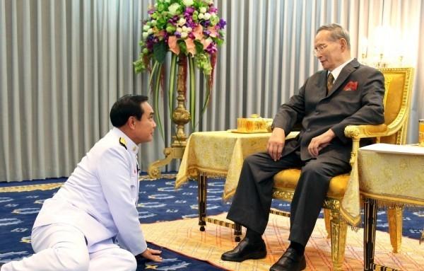 Cac thu tuong Thai va long ton kinh Quoc vuong Bhumibol hinh anh 8