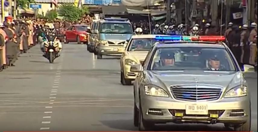 Doan xe cho linh cuu quoc vuong Thai Lan ve toi Hoang cung hinh anh 3