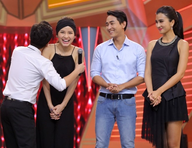 Truong Giang om chat Kim Tuyen trong game show hinh anh 2