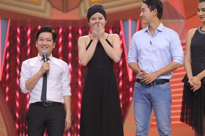 Truong Giang om chat Kim Tuyen trong game show hinh anh 3