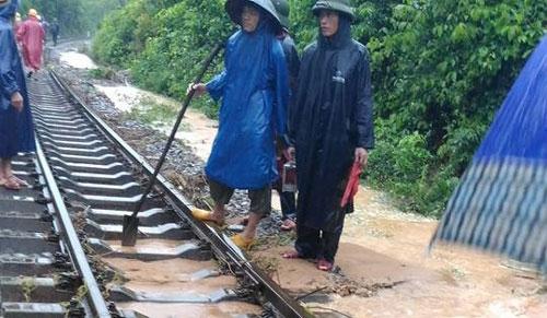 hoãn chuyến, đường sắt, mưa lũ, ga sài gòn, lịch chạy tàu, quảng bình