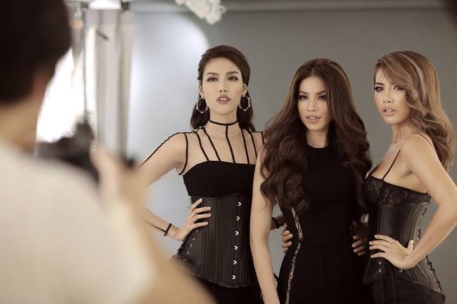 Hoa hậu Mỹ Linh chen chúc cùng Phạm Hương, Lan Khuê trên poster show diễn Chung Thanh Phong - Ảnh 3.