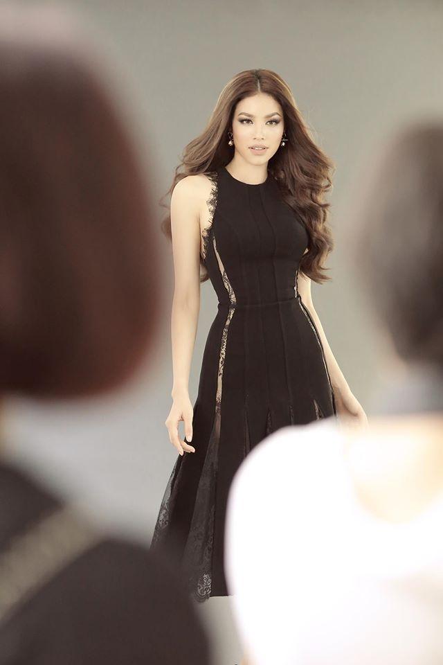 Hoa hậu Mỹ Linh chen chúc cùng Phạm Hương, Lan Khuê trên poster show diễn Chung Thanh Phong - Ảnh 4.