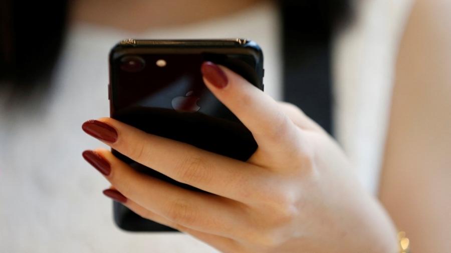 iPhone Jet Black chỉ có bản 128 và 256 GB. Ảnh: Qz