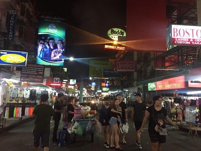 Pho den do Bangkok thua khach nhung ngay quoc tang hinh anh 2