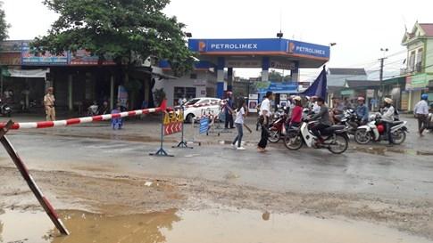 Quốc lộ 7 ở Nghệ An ngập sâu, giao thông tê liệt  - ảnh 2